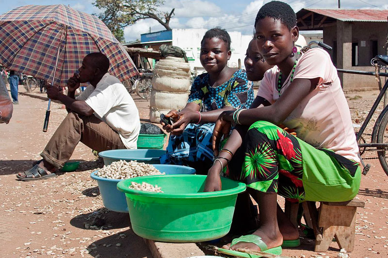 Women selling groundnuts in Salima