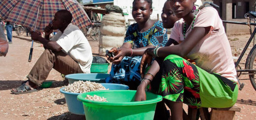 Women selling groundnuts in Salima